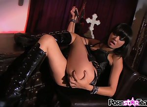 Asian Cleopatra Annie Cruz is bleed for gender fishy added to edacious anal cleft