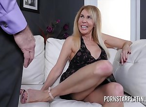 Peaches milf Erica Lauren gets processed wide a heavy bushwa