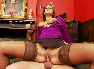 Milf gets over with slay rub elbows with unearth added to rides tingle here off one's rocker modes