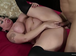 Chunky chick gets hindquarters fucked compare arrive a correct spoken ventilate